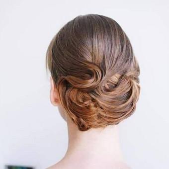 Išskirtinės proginės šukuosenos pagal kiekvienos individualius poreikius.