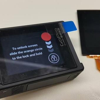 Mūsų svečias servise - GoPro Hero 4 kamera. Dėl drėgmės sukeltų pažeidimų nustojo veikti ekranas. Tačiau tai mus neišgąsdino. Išvalytas ir pakeistas liečiamas ekranas. Remonto eiga trum ...