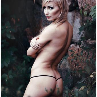 """Pikantiška ir subtili erotinė/ glamūr fotosesija. Tai nepakartojamas išgyvenimas ir nauji nepakartojami potyriai. Kai kurie, šį potyrį prilygina šuoliui su parašiutu. Pradžioje gali būti baisoka, nedrąsu, bet galutinis rezultatas tai pateisina.   Jūsų pasirinktoje aplinkoje, šviesų ir šešėlių žaismas, ir profesionalus fotografo darbas padės atskleisti savo grožį ir seksualumą, išlaisvinti savo intymųjį """"Aš"""".  Kartu sukursime tikrą meno šedevrą.   Fotosesijos trukmė, nuotraukų kiekis ir kaina, derinami kiekvienu atveju asmeniškai.   Nuotraukos be Jūsų sutikimo niekur neviešinamos ir atiduodamos tik Jums. Jei Jums yra priimtina dalį erotinės fotosesijos nuotraukų viešinti, galima tartis dėl apmokėjimo nuolaidos. Erotinė fotosesija gali vykti: fotostudijoje, gamtoje, apleistuose pastatuose, prabangiuose apartamentuose, ar bet kurioje Jūsų pasirinktoje aplinkoje.  Nauja foto-studija. Ji randasi Aguonų ir Šaltinių gatvių sankirtoje- Šaltinių g. 11-18, Vilnius"""