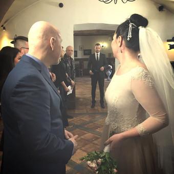 """Vestuviu vedėjas """"Rezidentai"""" seriale."""