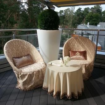 Lauko baldai reikalui esant tampa karališkais