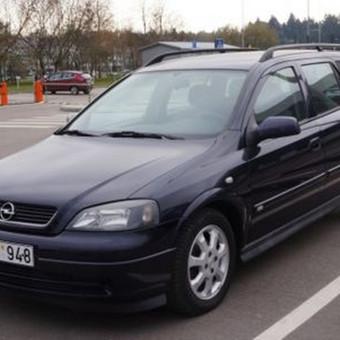 Opel Astra - mažylis, didžiule bagažine, kurios tūris prilygsta VW Passat bagažinei. Paprastas, bet turi viską, ko reikia - garso aparatūrą, kondicionierių, mažas kuro sąnaudas, dažnu atv ...