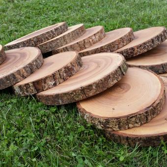 Ąžuolo ir uosio medienos padėkliukai.