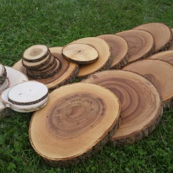 Ąžuolo, uosio ir beržo medienos padėkliukai.