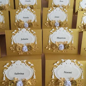 Rankų darbo stalo kortelės vestuvėms ir kitoms ypatingoms progoms pagal išankstinius užsakymus.