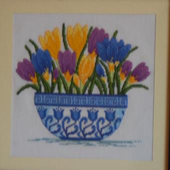Rankų darbo ypač kruopščiai siuvinėti paveikslai.