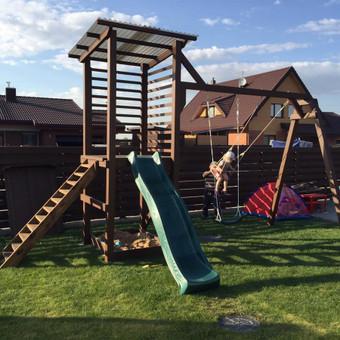 vaikų žaidimo aikštelė. Ginduliai
