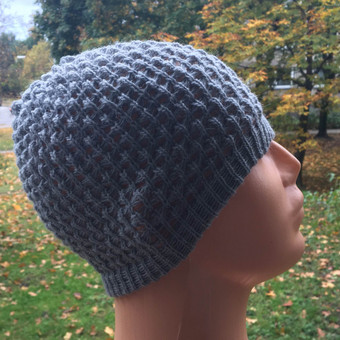 Megzta rudeninė kepurė