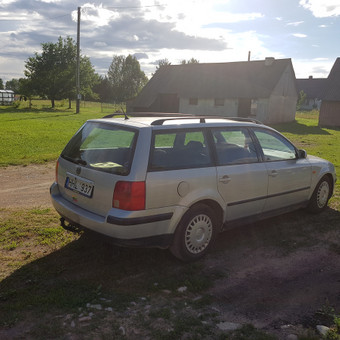 VW Passat iš pusiau galo - dešinio šono