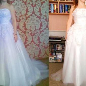 Internete pirktos suknelės taisymas: persiuvinėtos gipiuro detalės, gėlės, prisiuvinėta perliukų ir svarovskio karoliukų, keista dekoltė linija