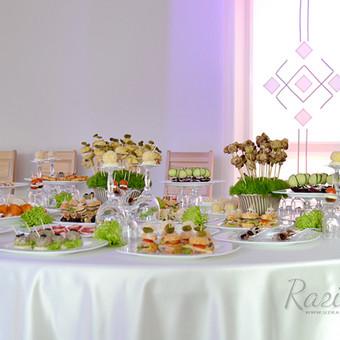 Mūsų dekoruotas vestuvių furšetinis stalas su mūsų vieno kąsnio užkandukais. Viską gaminame pagal užsakymą įvairiausiais kiekiais bei atvykstame į vietą paserviruoti ir padekoruoti fur ...