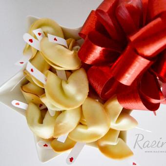 Namų sąlygomis be dažiklių ir konservantų pagaminti laimės sausainukai. Priimame individualius užsakymus, atvažiuojame į vietą su savo indais, dekoruojame saldų stalą, jeigu reikia ir vis ...