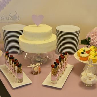 Mūsų dekoruotas saldus stalas. Priimame individualius užsakymus, atvažiuojame į vietą su savo indais, dekoruojame saldų stalą, jeigu reikia ir visą šventę.
