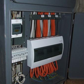 Atliekame įmonių, daugiabučių namų ar garažų bendrijų (UAB,DNSB, BSB, GSEB) elektros ūkio priežiūrą.