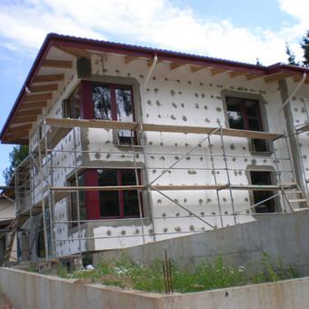 Populiariausias fasado siltinimas naudojant 200 mm polistiroli.
