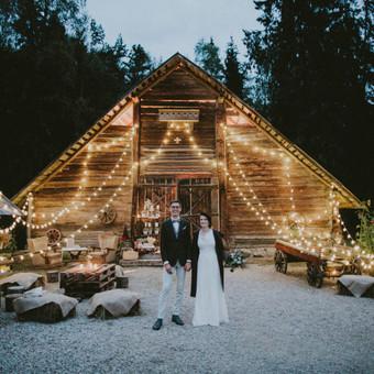 Ekologiškos vestuvės kluone Nuotrauka: Balti rėmeliai Daugiau: https://www.facebook.com/pinjata.renginiai/