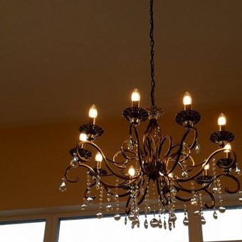 LED šviestuvo kabinimo darbai.
