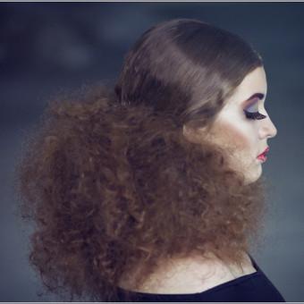 Šukuosenos fotografavimas.
