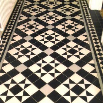 klasikinis koridoriaus grindų sprendimas