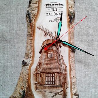 Sieniniai laikrodžiai. Rankų darbo originalūs mediniai laikrodžiai su degintais pirografija piešiniais