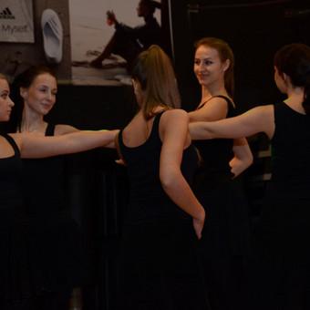 Solo latino ir linijiniai šokiai - moterims ir merginoms, mėgstančios šokti ir norinčioms tai daryti grakščiai ir taisyklingai.