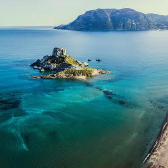 Graikijos KOSS salos  mažoji salelė legenda. NT fotografavimas ir filmavimas iš drono, nekilnojimo turto fotografvimas ir filmavimas dronu