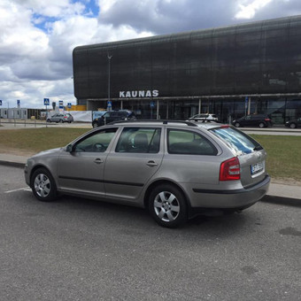 Skoda Octavia su automatine pavarų dėže, ypač erdvus, puikus kainos bei kokybės santykis. Turi autopiloto funkciją. Dabar šis automobilis tik nuo 19€/parai!