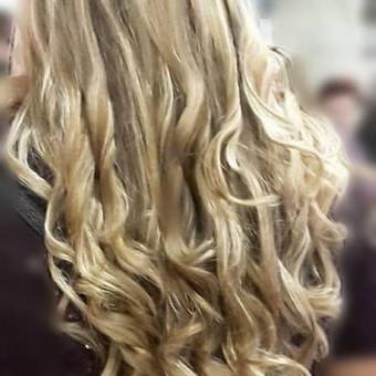 Proginės šukuosenos, dažymas, kirpimas, cheminis sušukavimas, plaukų laminavimas, atstatančios/gydomosios plaukų procedūros. Registracija +37067394894