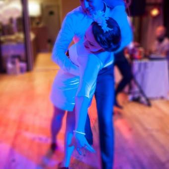 Pirmasis jaunųjų šokis - smagios ir naudingos pamokos ir džiuginantis rezultatas šventės dieną. Nuo svajingojo valso iki aistringosios salsos.