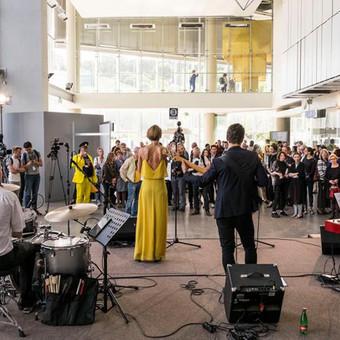 """Džiazo pasirodymas šiuolaikinio meno mugėje """"Art Vilnius 2016""""."""
