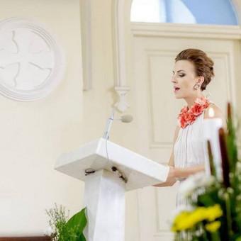 Giesmės/dainos vestuvių ceremonijoje, krikštynose, bažnyčioje.
