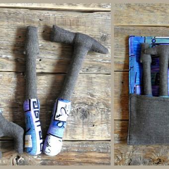 Įrankiai - iš medvilnės ir lino, skirti patiems mažiausiems tėvelio pagalbininkams.