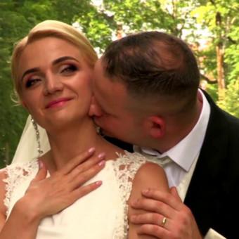 Dalinuosi elegantiška ir be galo romantiška vestuvių dienos video istorija. Mylinčios akys pasako daugiau nei žodžiai. ..