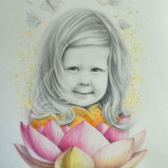 Interpretuotas portretas, nupieštas iš nuotraukos ant akvarelinio A3 formato popieriaus  grafitiniais ir spalvotais pieštukais. Pavyzdys