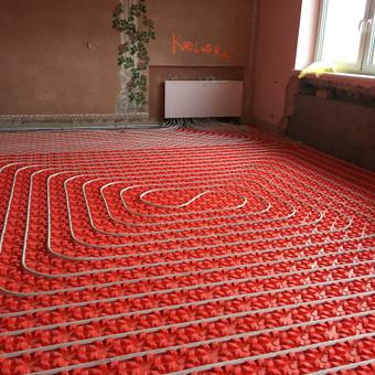 Šildomų grindų montavimas į Termopor pagrindą. Bendras aukštis su pagrindu 3cm.