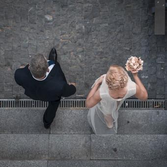 Vyresnės poros vestuvės. Nedidelės, bet jaukios ir savitai žavios.